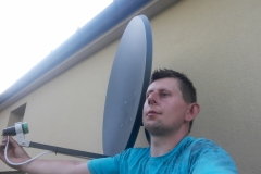 Podczas montażu anteny satelitarnej - Gutanów
