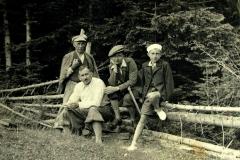 Od prawej Jędrek Głowacz, środku dr Wośkowski z synem, oraz prawnik Jan Głowacz