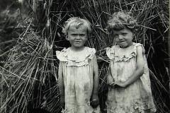 Anielka i Marysia Żbikowskie bliźniaczki, córki Franciszka