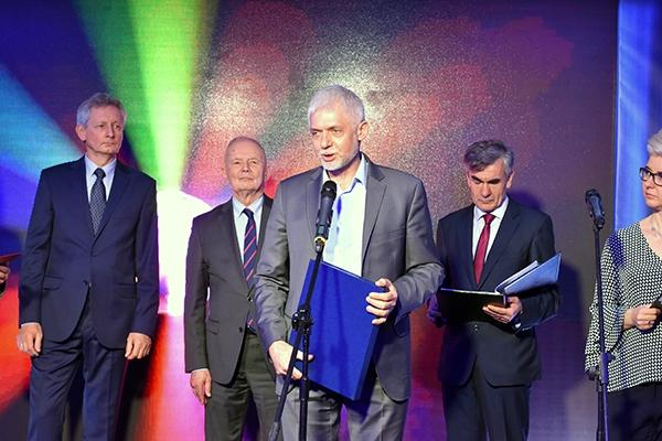 Jacek Kosiorek dziękuje za nagrodę przyznaną firmie Komax