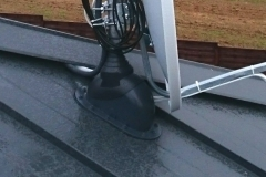 Przejście z uszczelnieniem masztu przez dach