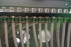 Zamontowany Patch Panel 1U 24 porty typu F w szafie rack