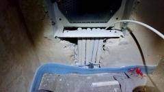 Teletechniczna Skrzynka Mieszkaniowa TSM w trakcie montażu w ścianie