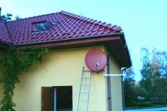 Antena satelitarna pod kolor dachu