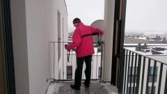 Ustawienie anteny satelitarnej na balkonie