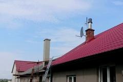 Zamontowana antena satelitarna na kominie - Rudka Kozłowiecka