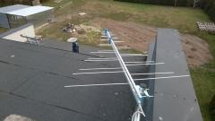 Antena logarytmiczna kanały 5-59 na dachu budynku