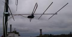 Antena mux8 na maszcie w polaryzacji poziomej