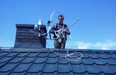 Montaż i ustawienie anteny DVB-T na dachu mieszkania