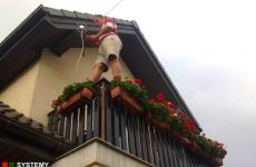 Z anteną na balkonie