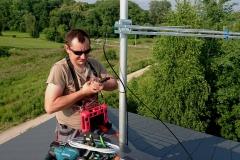 Zaprasowanie wtyku F na przewodzie antenowym żelowanym