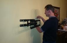 Montaż telewizora na ścianie