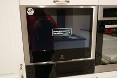 Telewizor wbudowany w zabudowę kuchenną - estetycznie i praktycznie