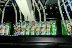 Podłączanie przewodów kat. 5e do patch panel