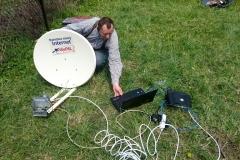 Ustawianie usługi internetu satelitarnego