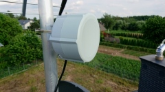 Antena MikroTik RBSXTR R11e LTE zamontowana na dachu